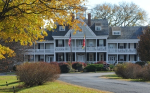 Photo of Historic Kent Manor Inn in the Fall